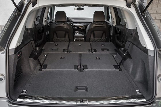 l 39 audi q7 dispose de 7 places voiture 7 places. Black Bedroom Furniture Sets. Home Design Ideas